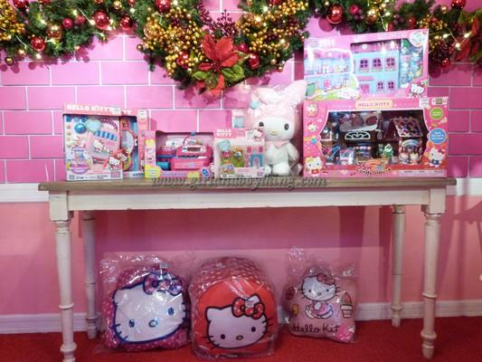 Have a Hello Kitty Christmas At SM City North Edsa